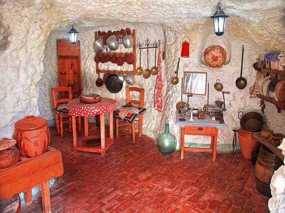 Als Familienwohnsitz wurden die Höhlen erstmals genutzt während der Herrschaft der Nasriden (1232 - 1492), einer muslimisch-maurischen Dynastie des Emirats von Granada.