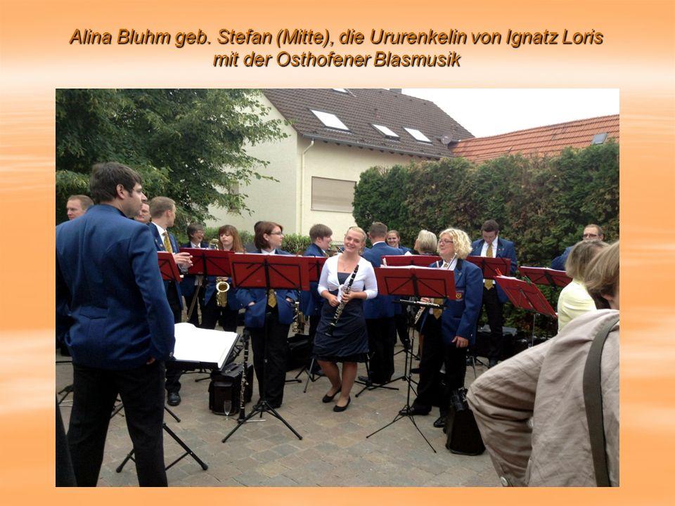 Alina Bluhm geb. Stefan (Mitte), die Ururenkelin von Ignatz Loris mit der Osthofener Blasmusik