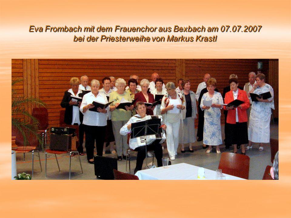 Eva Frombach mit dem Frauenchor aus Bexbach am 07.07.2007 bei der Priesterweihe von Markus Krastl