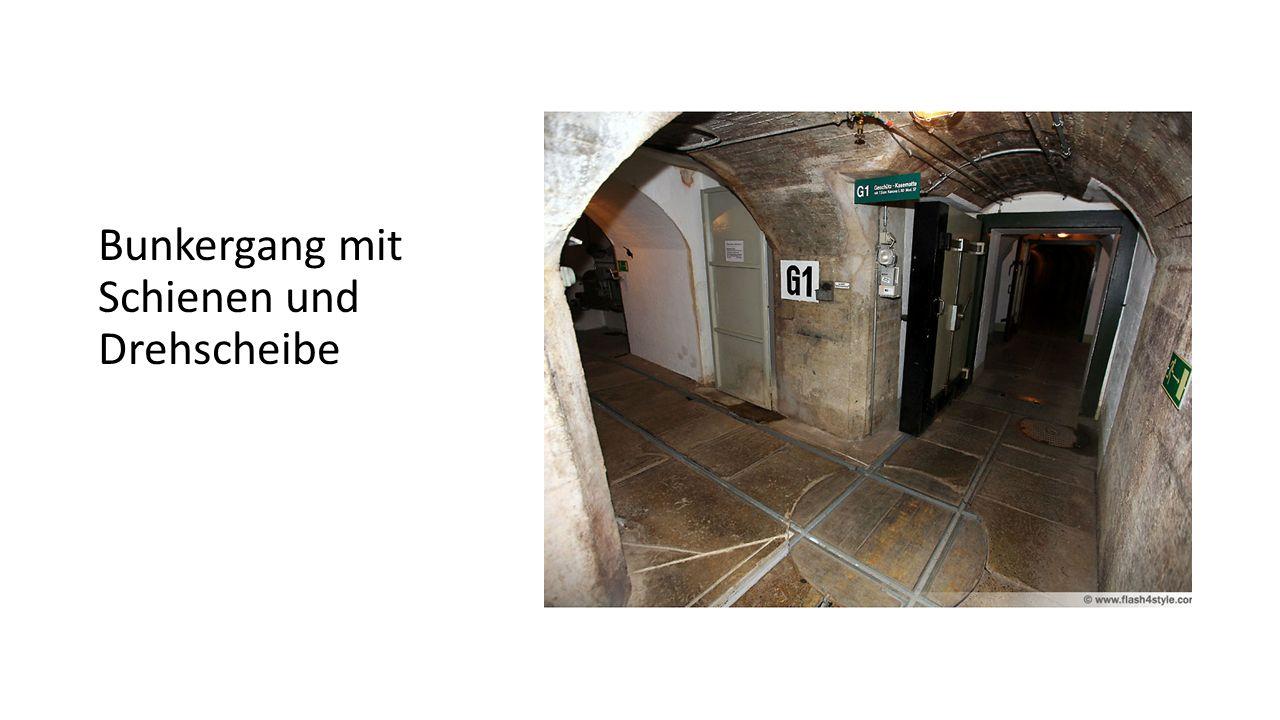 Bunkergang mit Schienen und Drehscheibe