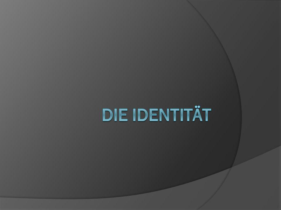 Stufen der Identitätsentwicklung nach Habermas  Natürliche Identität (0-6)  Rollenidentität (bis einschließlich Bewältigung der Adoleszenzkrise)  Ich-Identität (nach optimalem Durchlaufen der Pubertät und Bewältigung der Adoleszenzkrise)  Voraussetzung für souveränes und autonomes Handeln in unserer komplexen Gesellschaft