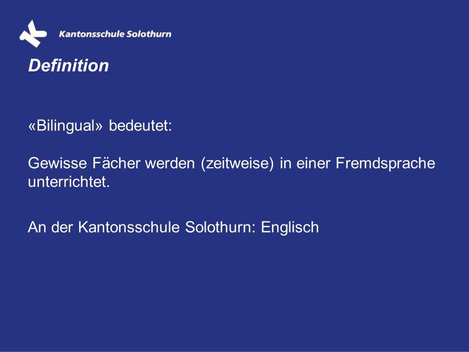 «Bilingual» bedeutet: Gewisse Fächer werden (zeitweise) in einer Fremdsprache unterrichtet. An der Kantonsschule Solothurn: Englisch Definition