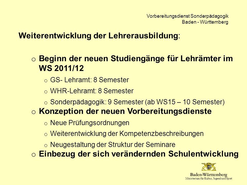 Ministerium für Kultus, Jugend und Sport Vorbereitungsdienst Sonderpädagogik Baden - Württemberg Mehrstufiger Prozess in Baden-Württemberg im Bereich der Sonderpädagogik Arbeitsprozess:  Entwicklung von Standards (genannt: Kompetenzbereiche und Kompetenzen)  Diese sind Grundlage aller Novellierungsprozesse in der 1.