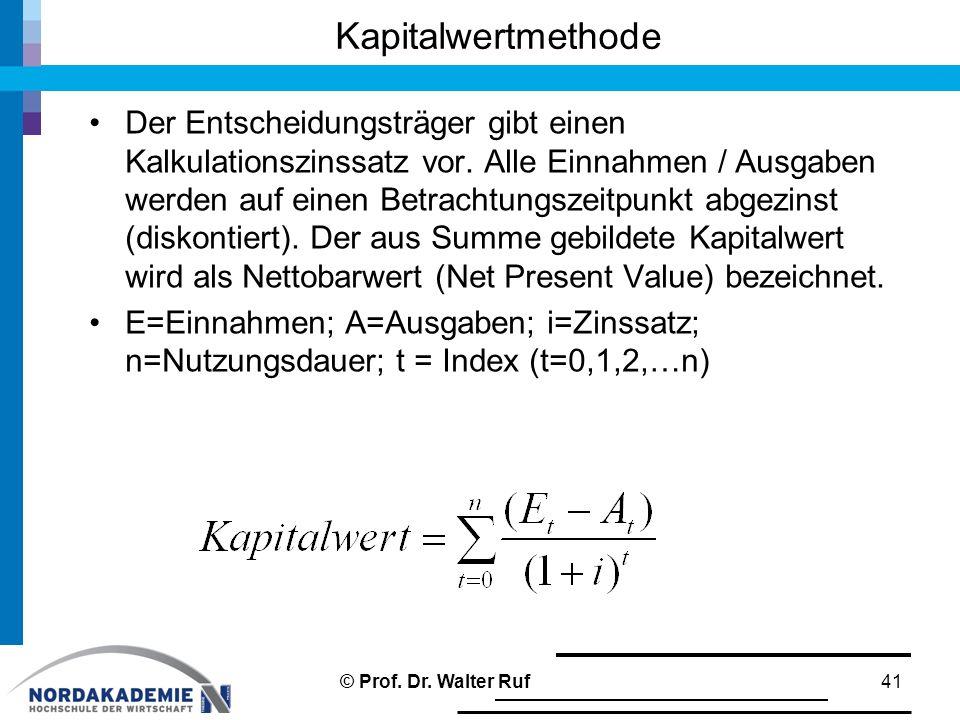 Der Entscheidungsträger gibt einen Kalkulationszinssatz vor. Alle Einnahmen / Ausgaben werden auf einen Betrachtungszeitpunkt abgezinst (diskontiert).