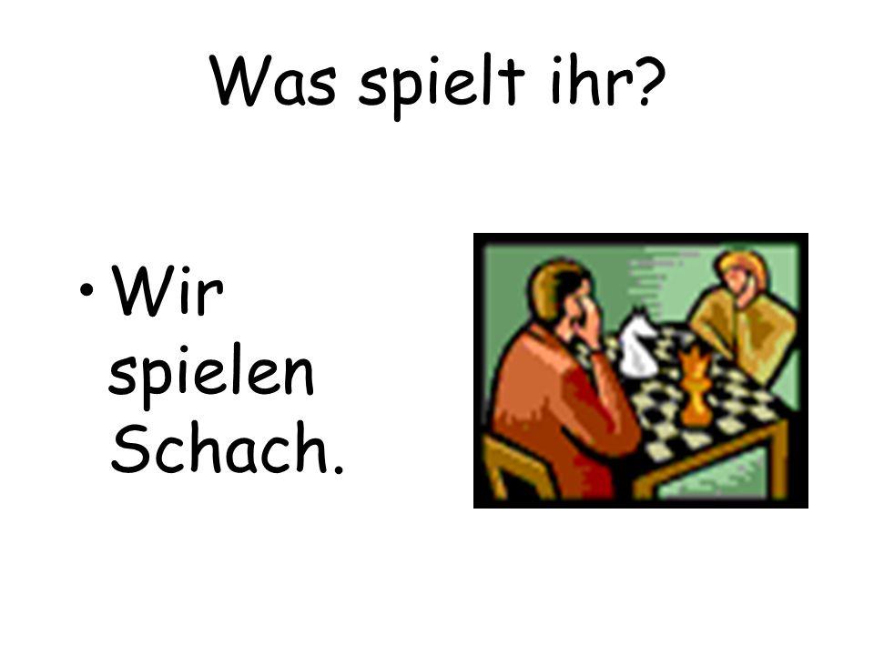 Was spielt ihr? Wir spielen Schach.