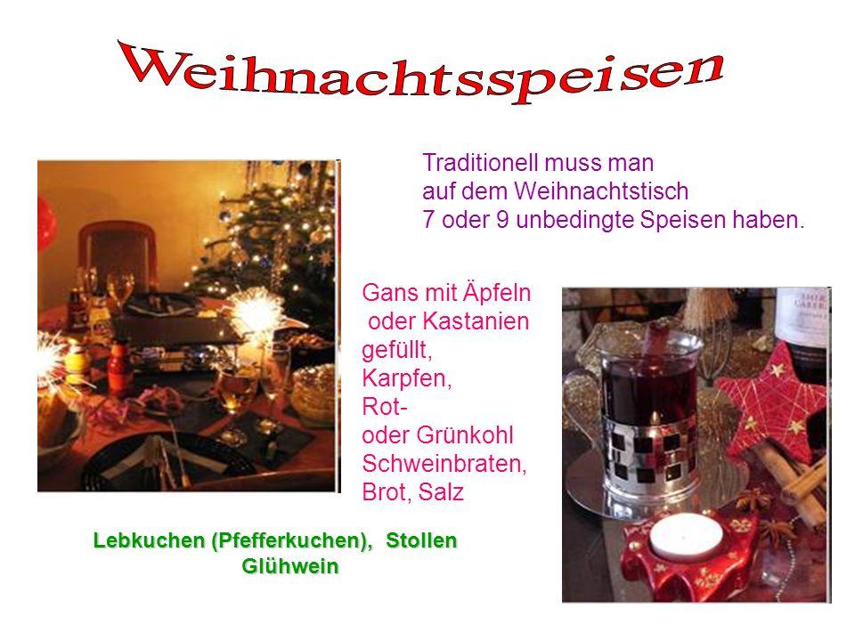 Traditionell muss man auf dem Weihnachtstisch 7 oder 9 unbedingte Speisen haben. Gans mit Äpfeln oder Kastanien gefüllt, Karpfen, Rot- oder Grünkohl S