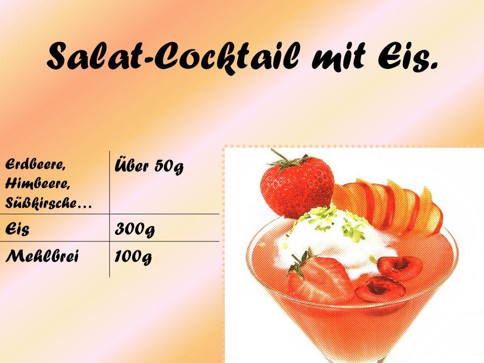Salat-Cocktail mit Eis. Erdbeere, Himbeere, Süßkirsche… Über 50g Eis300g Mehlbrei100g