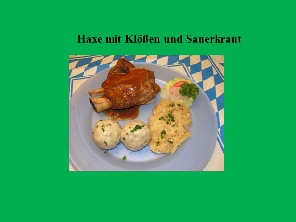 Haxe mit Klößen und Sauerkraut