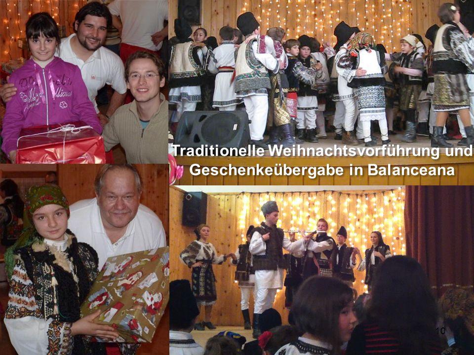 10 Traditionelle Weihnachtsvorführung und Geschenkeübergabe in Balanceana