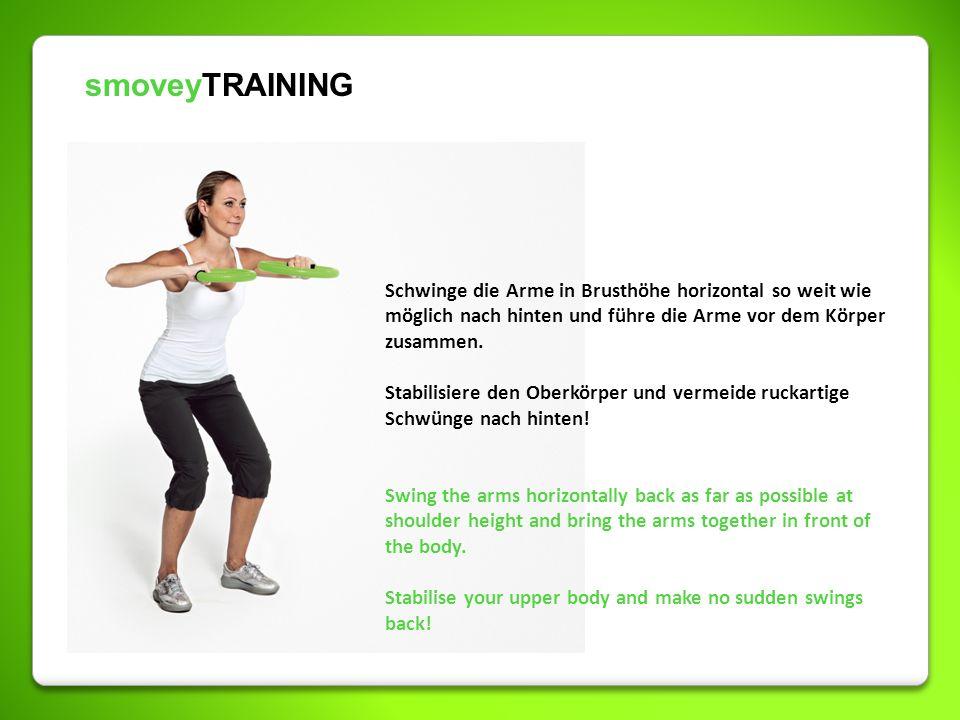 smoveyTRAINING Schwinge die Arme in Brusthöhe horizontal so weit wie möglich nach hinten und führe die Arme vor dem Körper zusammen. Stabilisiere den