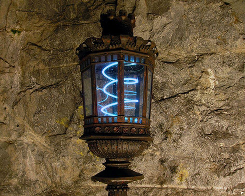 Por el precio de un billete de metro para Estocolmose puede contemplar en la mayoría de sus estaciones esculturas, mosaicos, pinturas, instalaciones, inscripciones y relieves que abarcan desde los años 50 hasta la década de 2000.