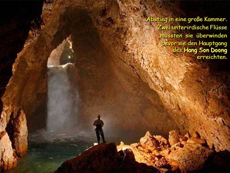 Sechs Stunden muss man durch den Dschungel wandern um die Höhle zu erreichen. Sechs Stunden muss man durch den Dschungel wandern um die Höhle zu errei