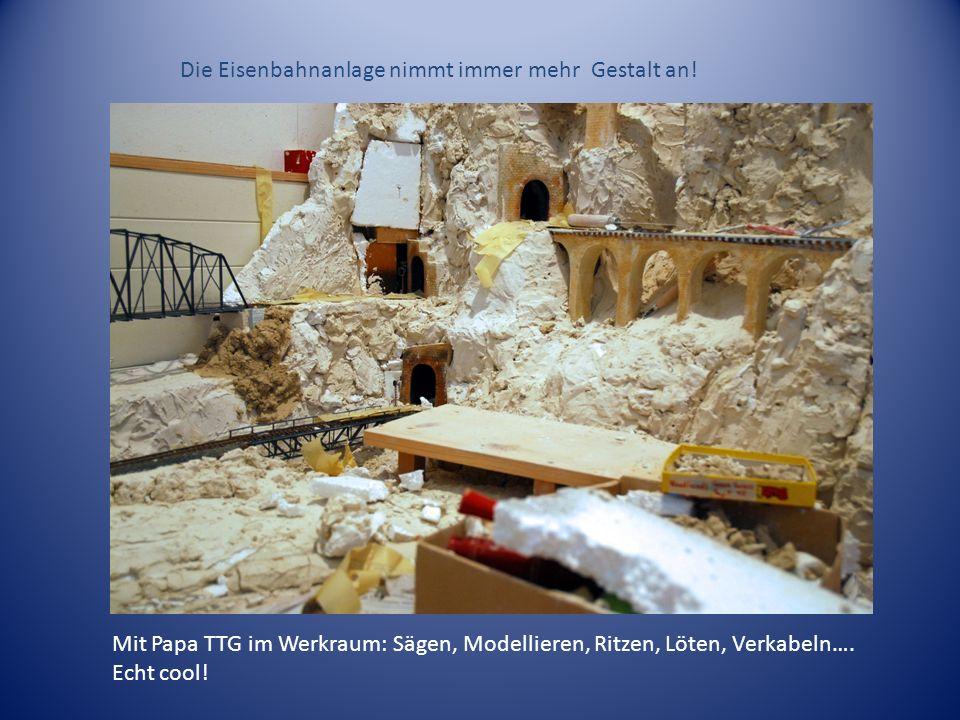 Mit Papa TTG im Werkraum: Sägen, Modellieren, Ritzen, Löten, Verkabeln…. Echt cool! Die Eisenbahnanlage nimmt immer mehr Gestalt an!