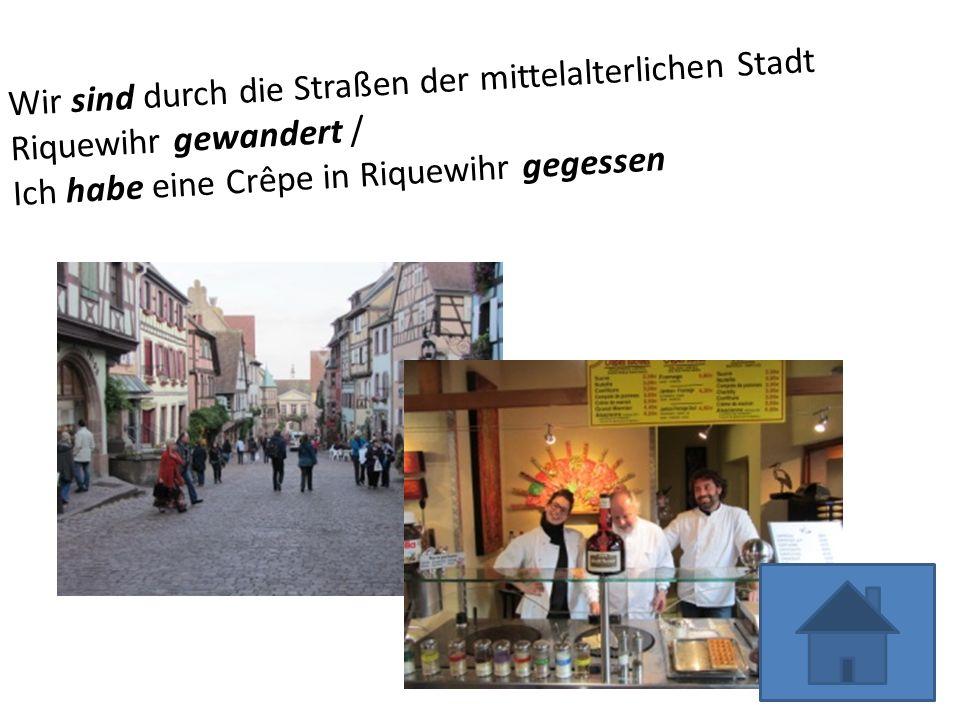 Wir sind durch die Straßen der mittelalterlichen Stadt Riquewihr gewandert / Ich habe eine Crêpe in Riquewihr gegessen