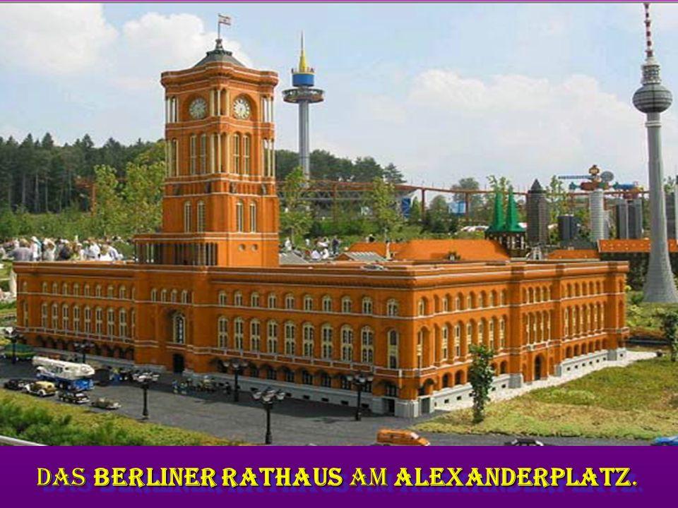 das Berliner Rathaus am Alexanderplatz. das Berliner Rathaus am Alexanderplatz.