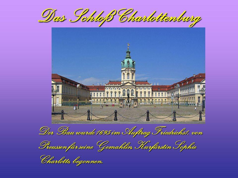 Das Schloß Charlottenburg Der Bau wurde 1695 im Auftrag Friedrichs1. von Preussen für seine Gemahlin, Kurfürstin Sophie Charlotte, begonnen.