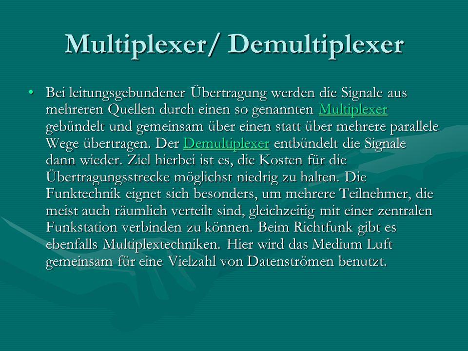 Multiplexer/ Demultiplexer Bei leitungsgebundener Übertragung werden die Signale aus mehreren Quellen durch einen so genannten Multiplexer gebündelt und gemeinsam über einen statt über mehrere parallele Wege übertragen.