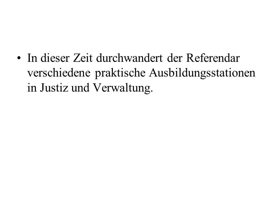 In dieser Zeit durchwandert der Referendar verschiedene praktische Ausbildungsstationen in Justiz und Verwaltung.