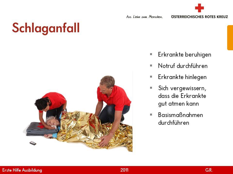 www.roteskreuz.at Version April | 2011 Schlaganfall 24 Erkrankte beruhigen Notruf durchführen Erkrankte hinlegen Sich vergewissern, dass die Erkrankte