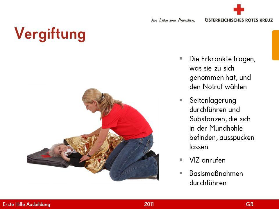 www.roteskreuz.at Version April | 2011 Vergiftung 43 Die Erkrankte fragen, was sie zu sich genommen hat, und den Notruf wählen Seitenlagerung durchfüh
