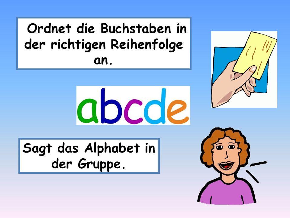 Ordnet die Buchstaben in der richtigen Reihenfolge an. Sagt das Alphabet in der Gruppe.