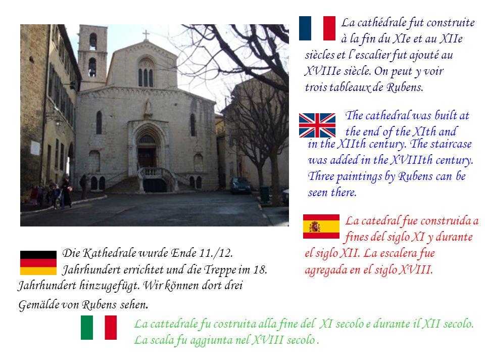 La cathédrale fut construite à la fin du XIe et au XIIe siècles et lescalier fut ajouté au XVIIIe siècle.