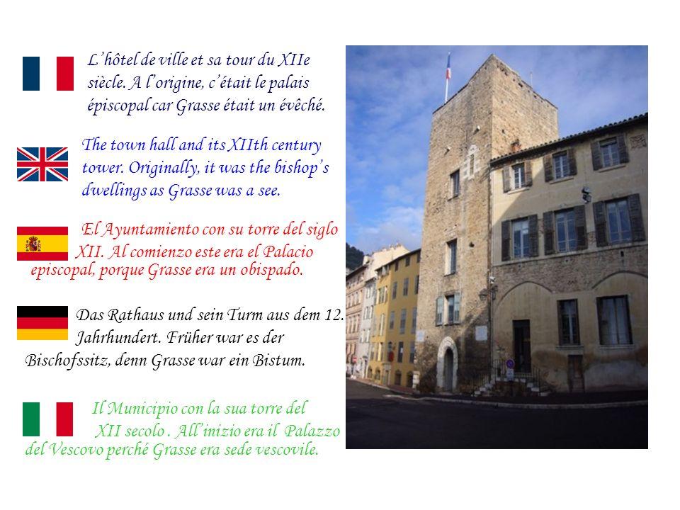 Lhôtel de ville et sa tour du XIIe siècle.