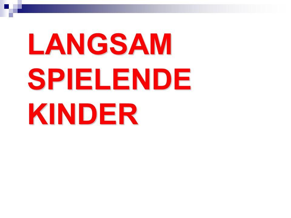 LANGSAM SPIELENDE KINDER