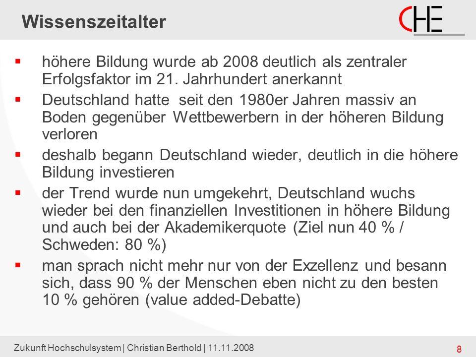 Zukunft Hochschulsystem | Christian Berthold | 11.11.2008 9 Wissenszeitalter – und die UaS diese Entwicklungen nutzte bekanntlich vor allem den UaS (früher Fachhochschulen) denn die sogenannte Akademisierung erfolgte vor allem dort (frühere dualen Berufe der Hochschulbildung zuführen) gerade die UaS waren es ja, die den relativ größten Qualifikationszuwachs erzielten deshalb hat man ihnen vor allem auch das quantitative Wachstum überlassen (Bayern z.B.: überproportianal an UaS) aber es entstand eine offene Grenze zu den Vocational Colleges (BA) einige Unis näherten sich dem UaS-Profil an (sie waren schon zuvor Regionalversorger, machten das aber nun zu ihrem Profil)