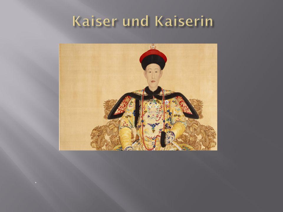 Berühmtester Kaiser: Qianlong -Regierungsdauer: 60 Jahre Größter Kunstsammler seiner Zeit Ein Nachfolger = Aisin Gioro Puyi -Kaiser als Kind -eingeschlossen in der Verbotenen Stadt Kaiserwitwe = Tse- Si -verschwenderischer Lebensstil