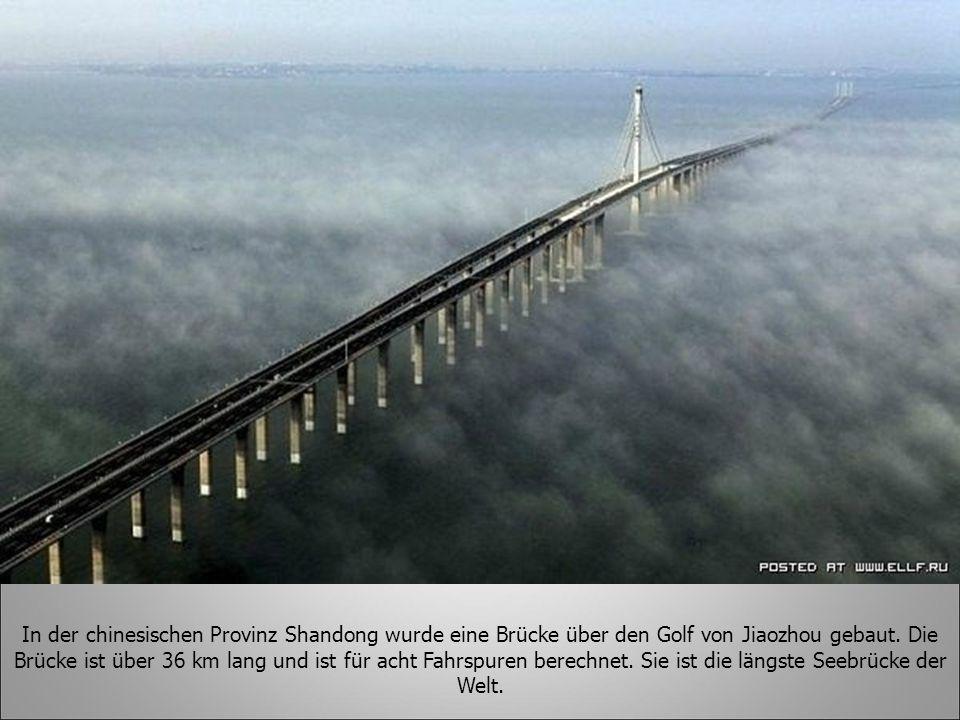 In der chinesischen Provinz Shandong wurde eine Brücke über den Golf von Jiaozhou gebaut. Die Brücke ist über 36 km lang und ist für acht Fahrspuren b