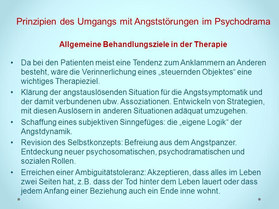 Prinzipien des Umgangs mit Angststörungen im Psychodrama Allgemeine Behandlungsziele in der Therapie Da bei den Patienten meist eine Tendenz zum Ankla