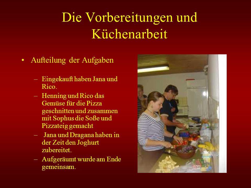 Die Vorbereitungen und Küchenarbeit Aufteilung der Aufgaben –Eingekauft haben Jana und Rico. –Henning und Rico das Gemüse für die Pizza geschnitten un