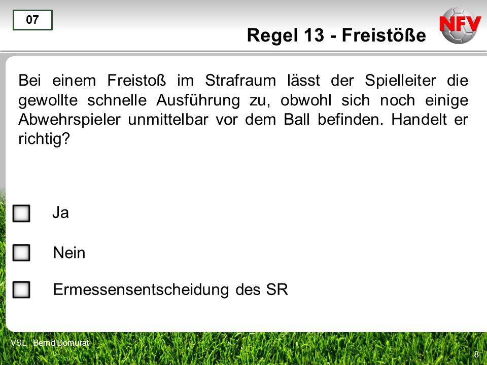 8 Regel 13 - Freistöße Bei einem Freistoß im Strafraum lässt der Spielleiter die gewollte schnelle Ausführung zu, obwohl sich noch einige Abwehrspiele