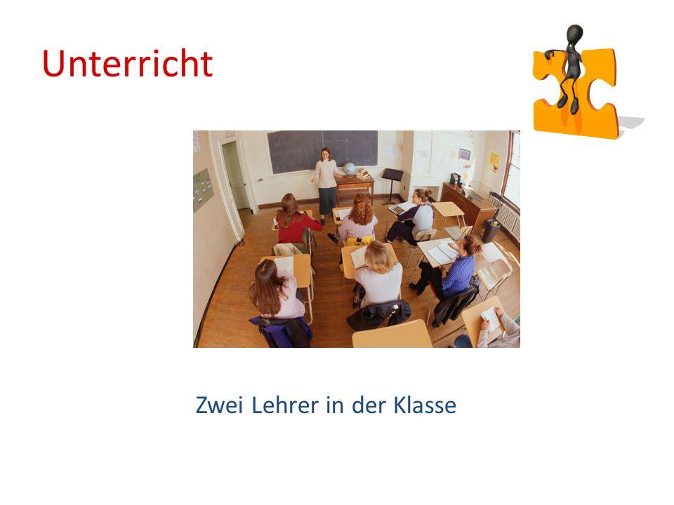 Unterricht Zwei Lehrer in der Klasse