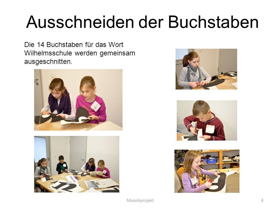 Ausschneiden der Buchstaben Die 14 Buchstaben für das Wort Wilhelmsschule werden gemeinsam ausgeschnitten.