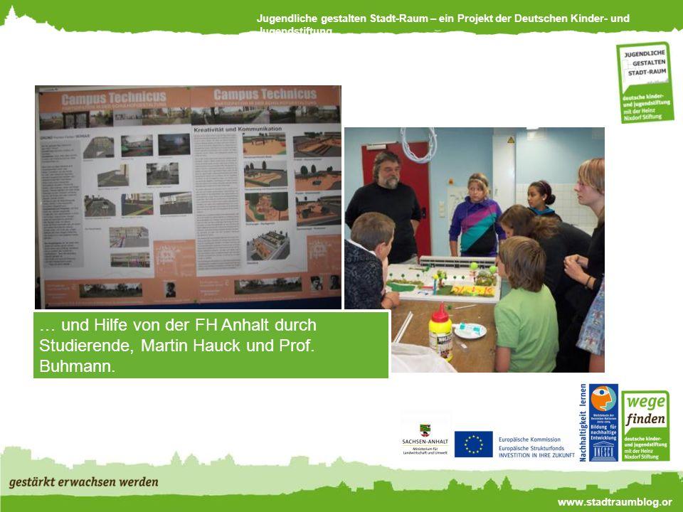 Jugendliche gestalten Stadt-Raum – ein Projekt der Deutschen Kinder- und Jugendstiftung www.stadtraumblog.or g … und Hilfe von der FH Anhalt durch Studierende, Martin Hauck und Prof.