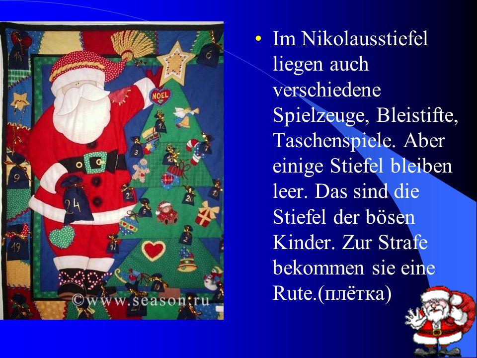 Im Nikolausstiefel liegen auch verschiedene Spielzeuge, Bleistifte, Taschenspiele.