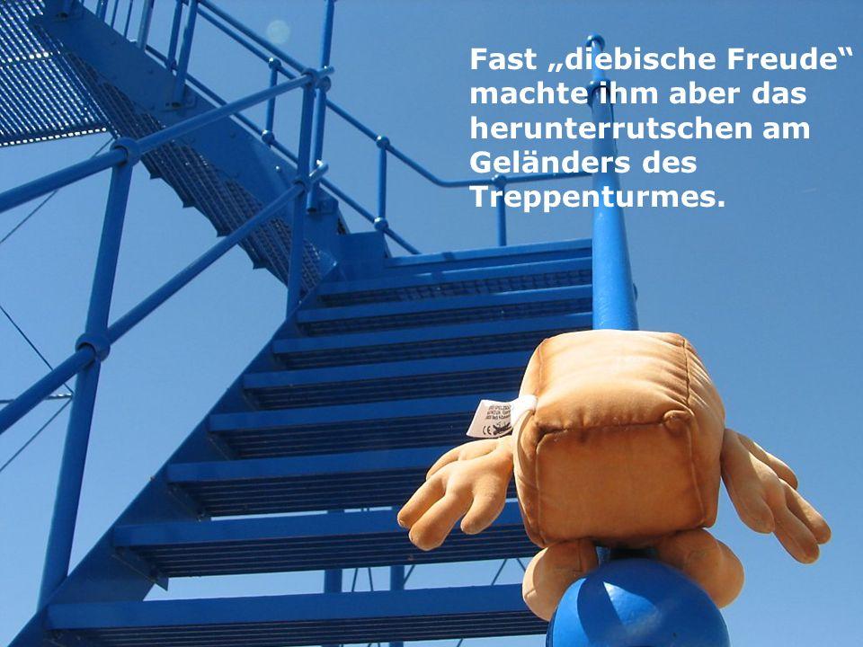 Fast diebische Freude machte ihm aber das herunterrutschen am Geländers des Treppenturmes.
