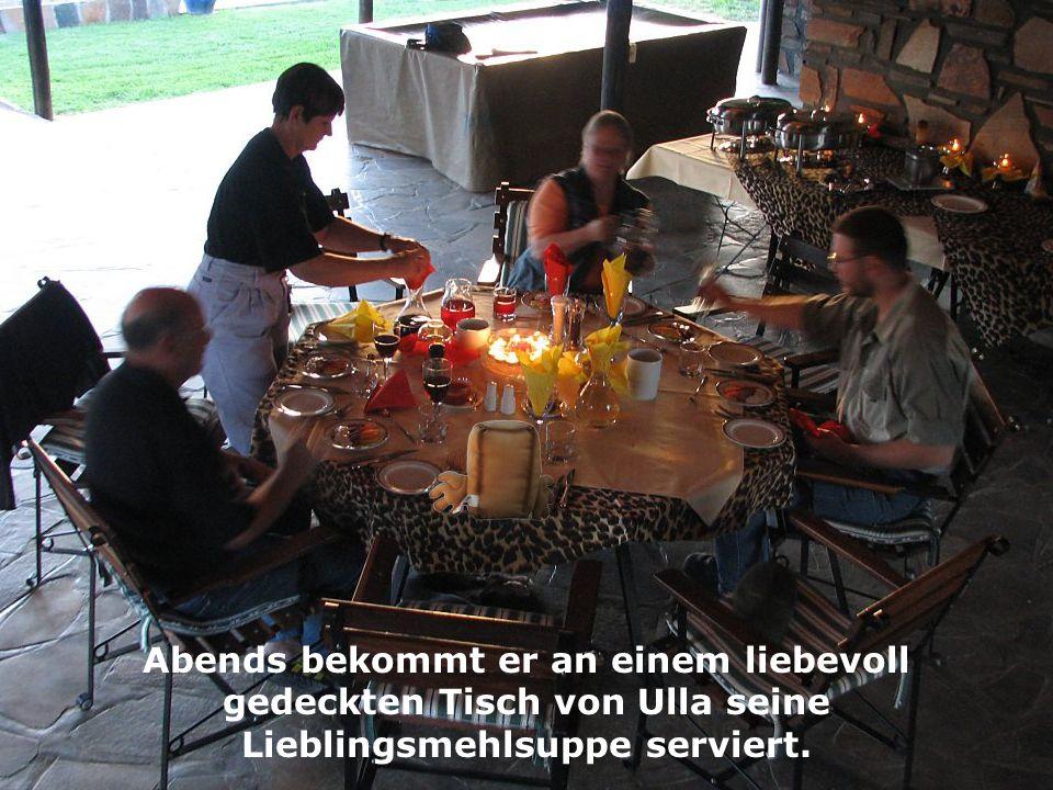 Abends bekommt er an einem liebevoll gedeckten Tisch von Ulla seine Lieblingsmehlsuppe serviert.