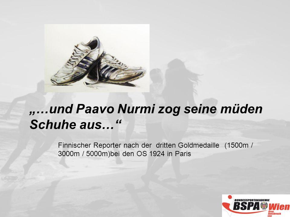 …und Paavo Nurmi zog seine müden Schuhe aus… Finnischer Reporter nach der dritten Goldmedaille (1500m / 3000m / 5000m)bei den OS 1924 in Paris
