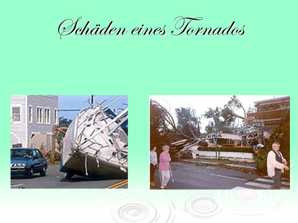 Schäden Tornados können ganze Stadtviertel verwüsten und Häuser zerstören, Flugzeuge und Autos können einfach durch die Luft geschleudert werden.