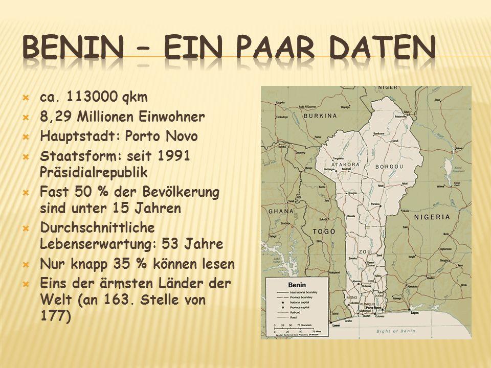 ca. 113000 qkm 8,29 Millionen Einwohner Hauptstadt: Porto Novo Staatsform: seit 1991 Präsidialrepublik Fast 50 % der Bevölkerung sind unter 15 Jahren