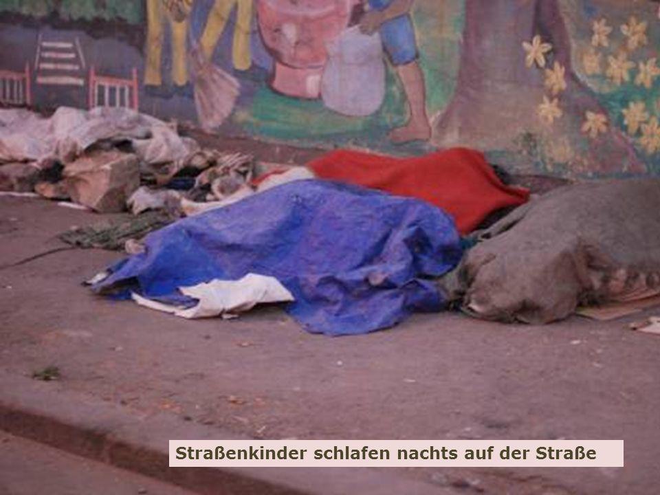 9 Spendenprojekt der Schülerarbeit für Äthiopien: Hilfe für Straßenkinder in Adwa Wolfgang Ilg / Fritz Leng März 2014 Straßenkinder schlafen nachts auf der Straße