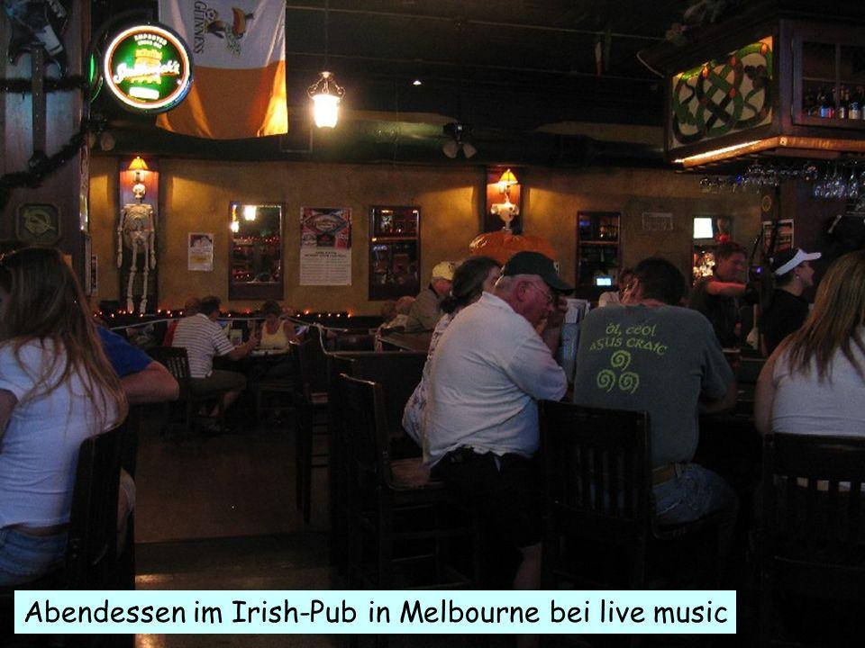 .. Abendessen im Irish-Pub in Melbourne bei live music
