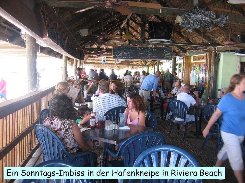 .. Ein Sonntags-Imbiss in der Hafenkneipe in Riviera Beach