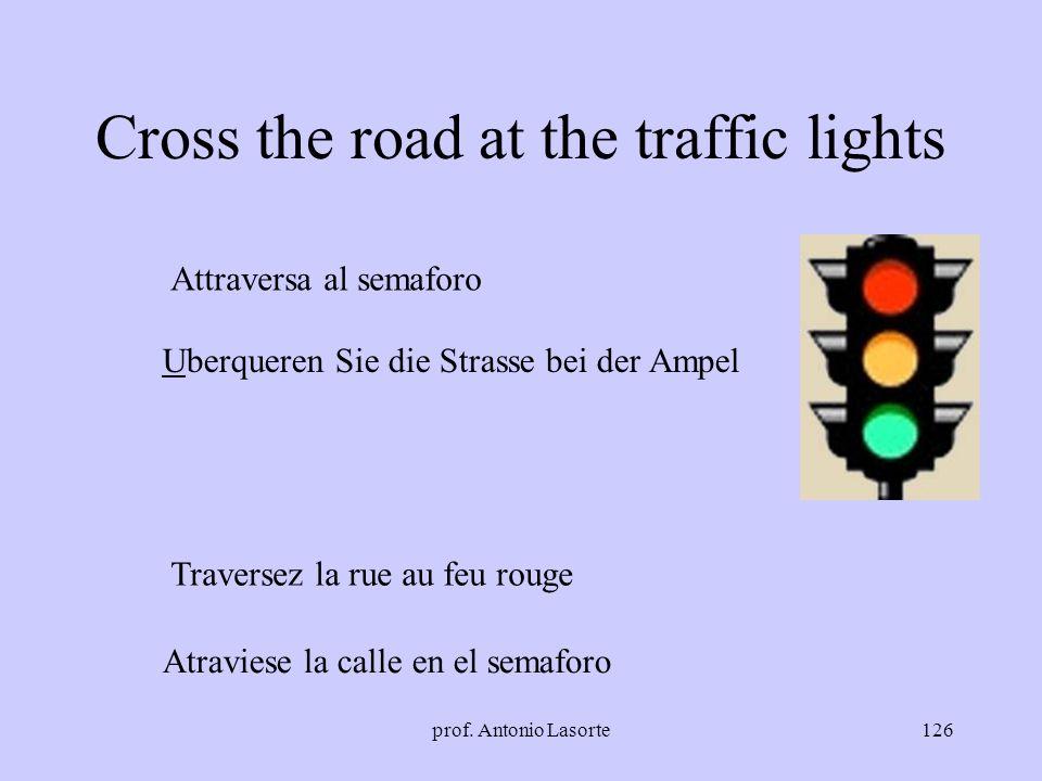 prof. Antonio Lasorte126 Cross the road at the traffic lights Attraversa al semaforo Traversez la rue au feu rouge Uberqueren Sie die Strasse bei der
