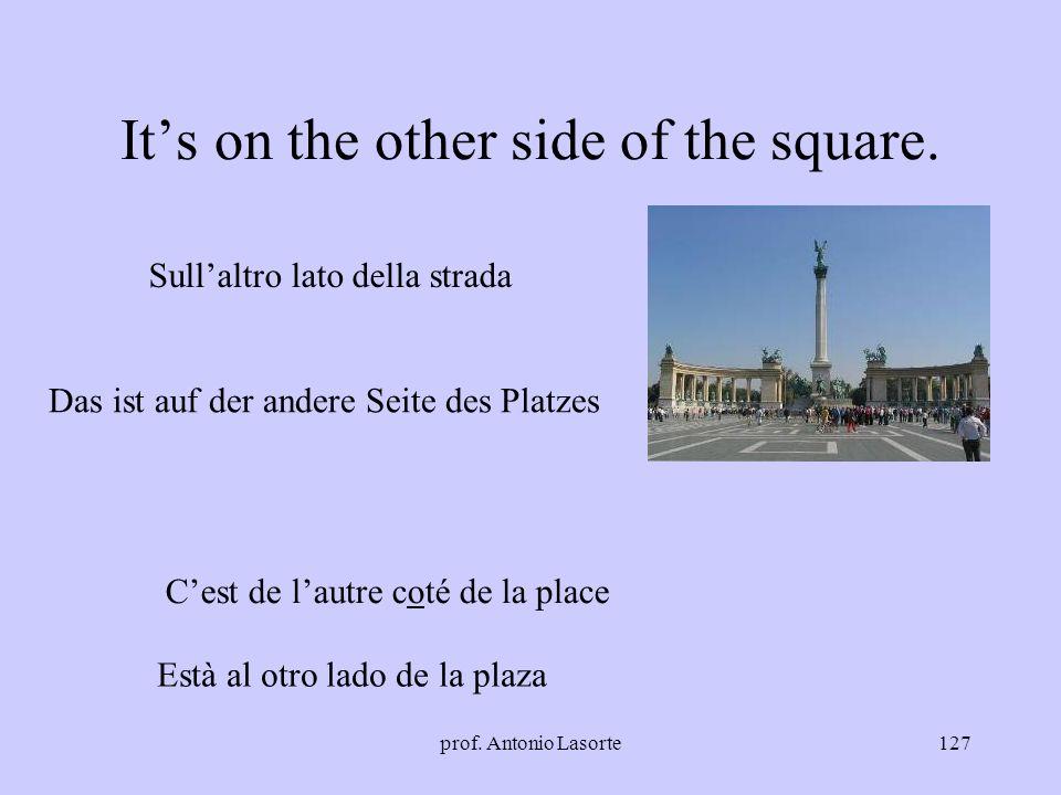 prof. Antonio Lasorte127 Its on the other side of the square. Sullaltro lato della strada Das ist auf der andere Seite des Platzes Cest de lautre coté