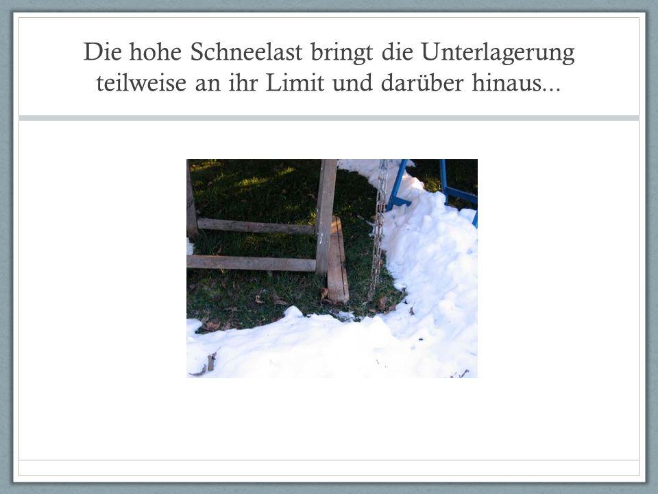 Die hohe Schneelast bringt die Unterlagerung teilweise an ihr Limit und darüber hinaus...