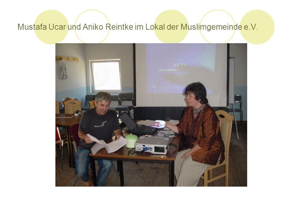Mustafa Ucar und Aniko Reintke im Lokal der Muslimgemeinde e.V.